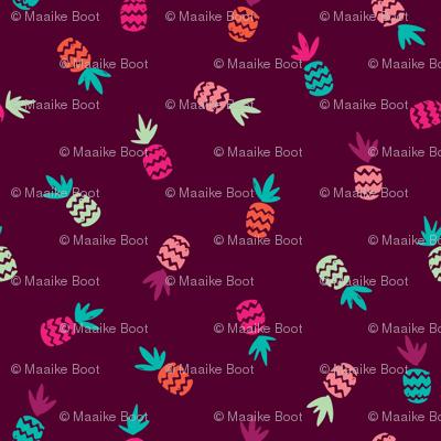 Hot summer pineapple aztec pattern