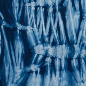 Pole wrap shibori manipulated pleats indigo 1