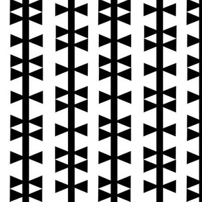 triangle stripe black white