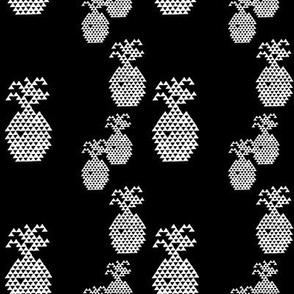 Triangle Pineapple White on Black