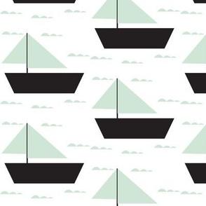 mint sail boat  - elvelyckan