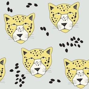 leopard grey - elvelyckan