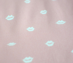 Mini_lips_white_pink_comment_601179_thumb