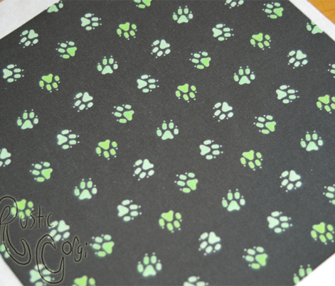 Trotting paw prints - grassy