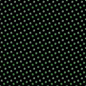 Trotting paw prints - grassy