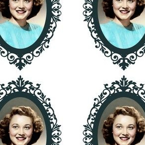 1950's Cameo Lovely Lady