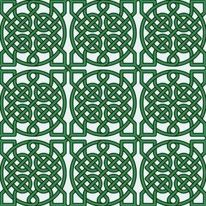 Celtic Knot - 39 crossings (kelly green) - 2in