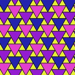 04754459 : triangle 2to1 x3 : bob