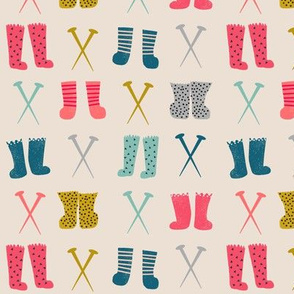 knitted socks // knitting crochet kittens in mittens coordinate collection