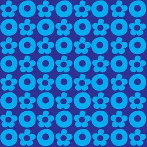 XOXOXO turquoise on blue_©Solvejg_J_Makaretz