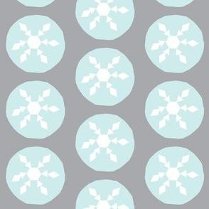 Snow ball fight-grey