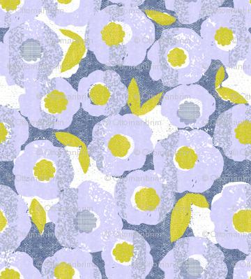 spring blooms in the rain-periwinkle-flowers