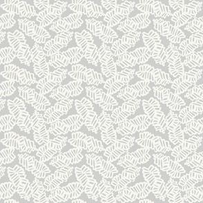pinecone cluster/grey-cream