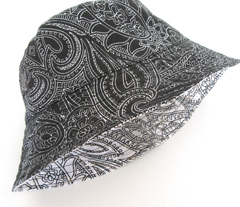 paisley-lace-mirror-outline-black-white-print-fabric-design