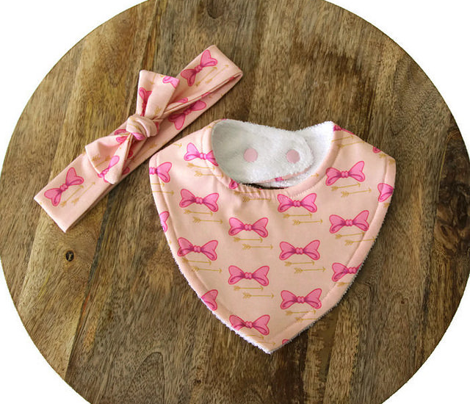 Bows n arrows (small)Bows and arrows, baby girl, pretty in pink bows, nursery decor, girl crib sheets