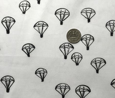 parachutes blach/white