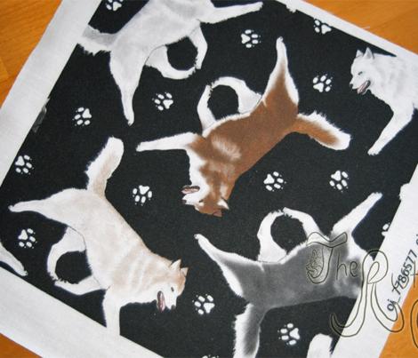 Trotting Siberian Husky and paw prints - black
