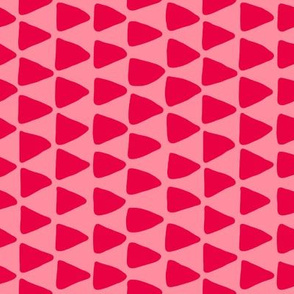 Organic triangles in pink