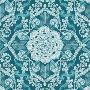 Centered Lace Doodle in Sea Green