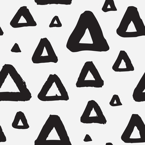 Grunge triangles b/w