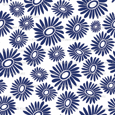 Daisy Blue Toss Small - White