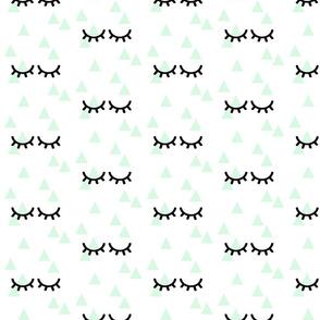Sleepy Eyes on Triangles Mint