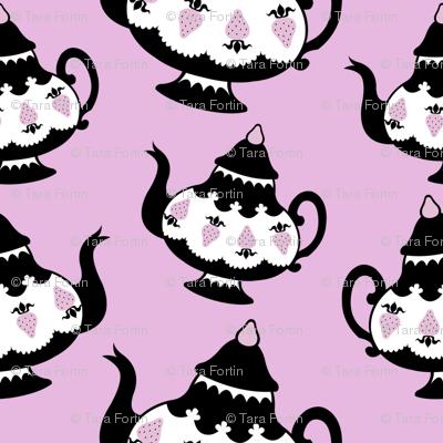 Strawberry Tea - black pot and pink