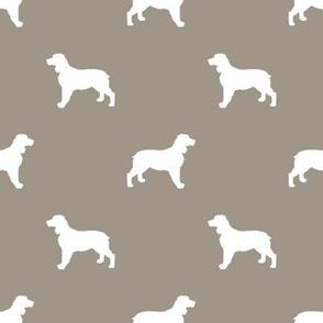 English Springer Spaniel dog silhouette med brown