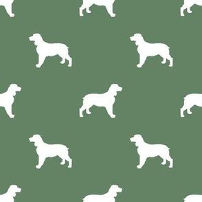 English Springer Spaniel dog silhouette med green