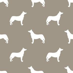 Husky dog silhouette med brown