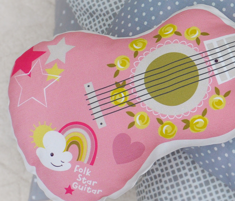 Rrrfolk_star_guitar_plushie_aw-01_comment_791359_preview