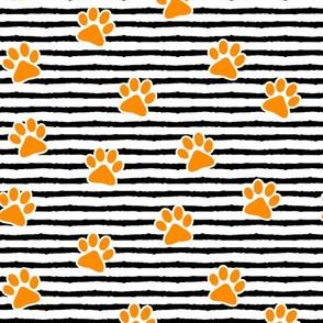 paws on stripes (orange)