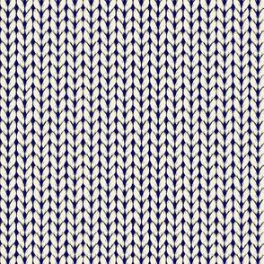 Chunky Knit-cream on navy