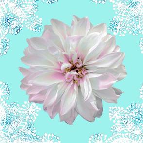 Rustic_Dahlia_Doily_white_mint