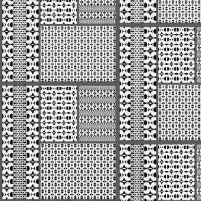 Black and white Strikke Cheater Quilt