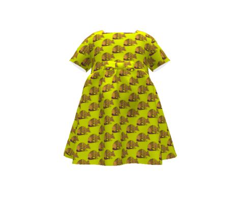 Tootsie Armadillo on Chartreuse-Medium