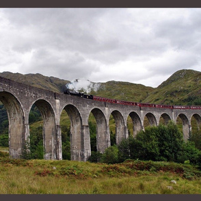 train on glennfinnan viaduct - potter's world