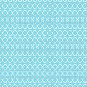 quatrefoil sky blue - small