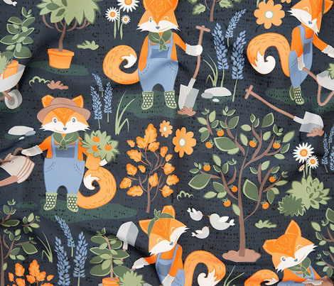 The foxy gardener // small scale // orange foxes