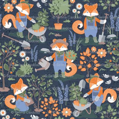 The foxy gardener // small scale // orange foxes