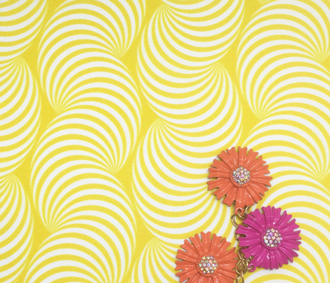 Striped Pipe Optical Illusion (Two-Way) - Yellow
