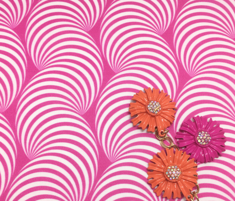 Striped Pipe Optical Illusion (One Way) - Magenta
