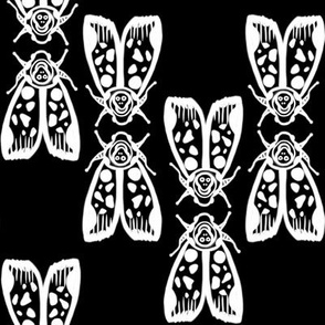 Death's Head Moth Kiss/ Totenkopf Moth Kuss (white on black) by Su_G