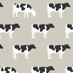 (med scale) cows on beige - farm life - farm patchwork fabric - browns coordinate C18BS