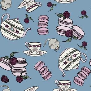 Mmmmn Macarons and Tea