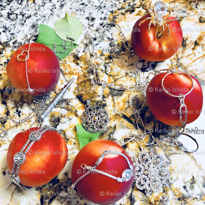 Keikos-jewelry-and-peach_preview