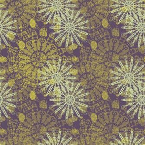 Mandala Glass (small) - Lemon on Violet