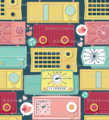 Turn the vintage radios on // small scale