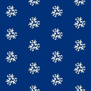 ornament - chinoiserie style white on blue