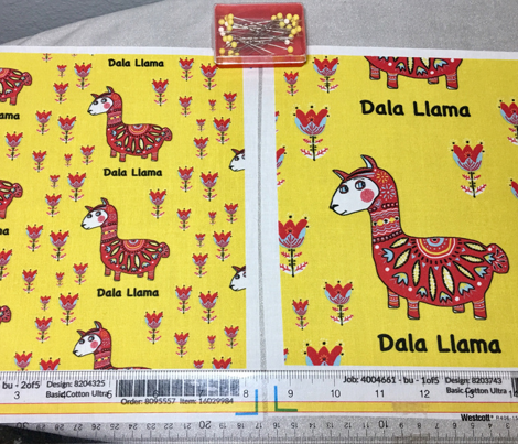 Dala Llama, small scale, colorful yellow red light blue black white